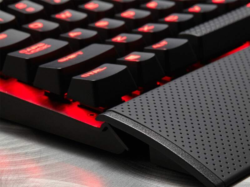 Teclado Corsair Gaming K70 LUX Cherry Red ABNT2 CH-9101020-BR