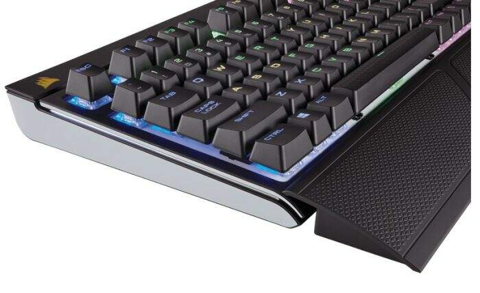 Teclado Corsair Gaming Strafe RGB Cherry Silent ABNT2 CH-9000121-BR