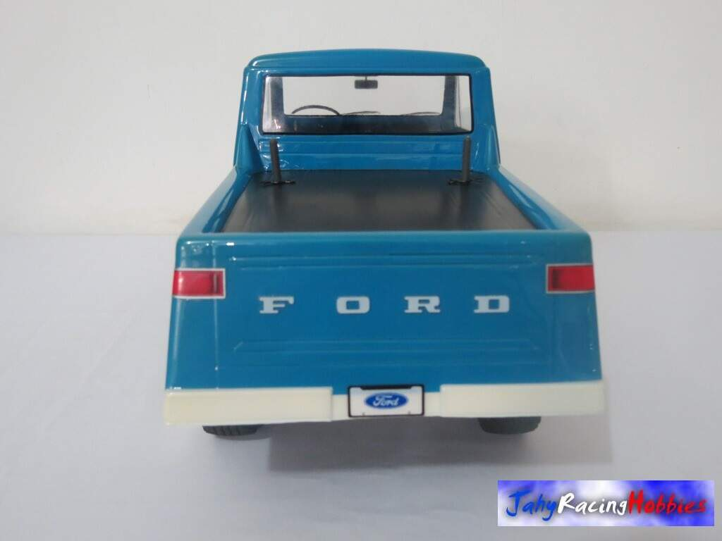 Pick-up F-75 Rural Ford 1974 Azul Celeste CC-01 RTR Tamiya