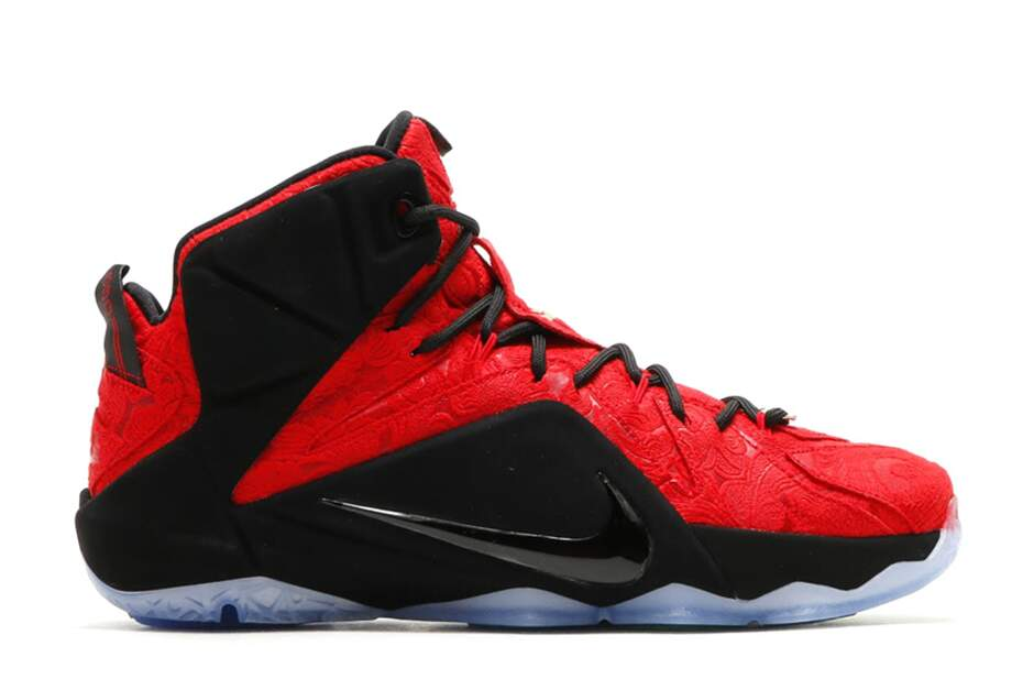 LeBron 12 EXT University Red / University Red / Black / Metallic Gold Masculino