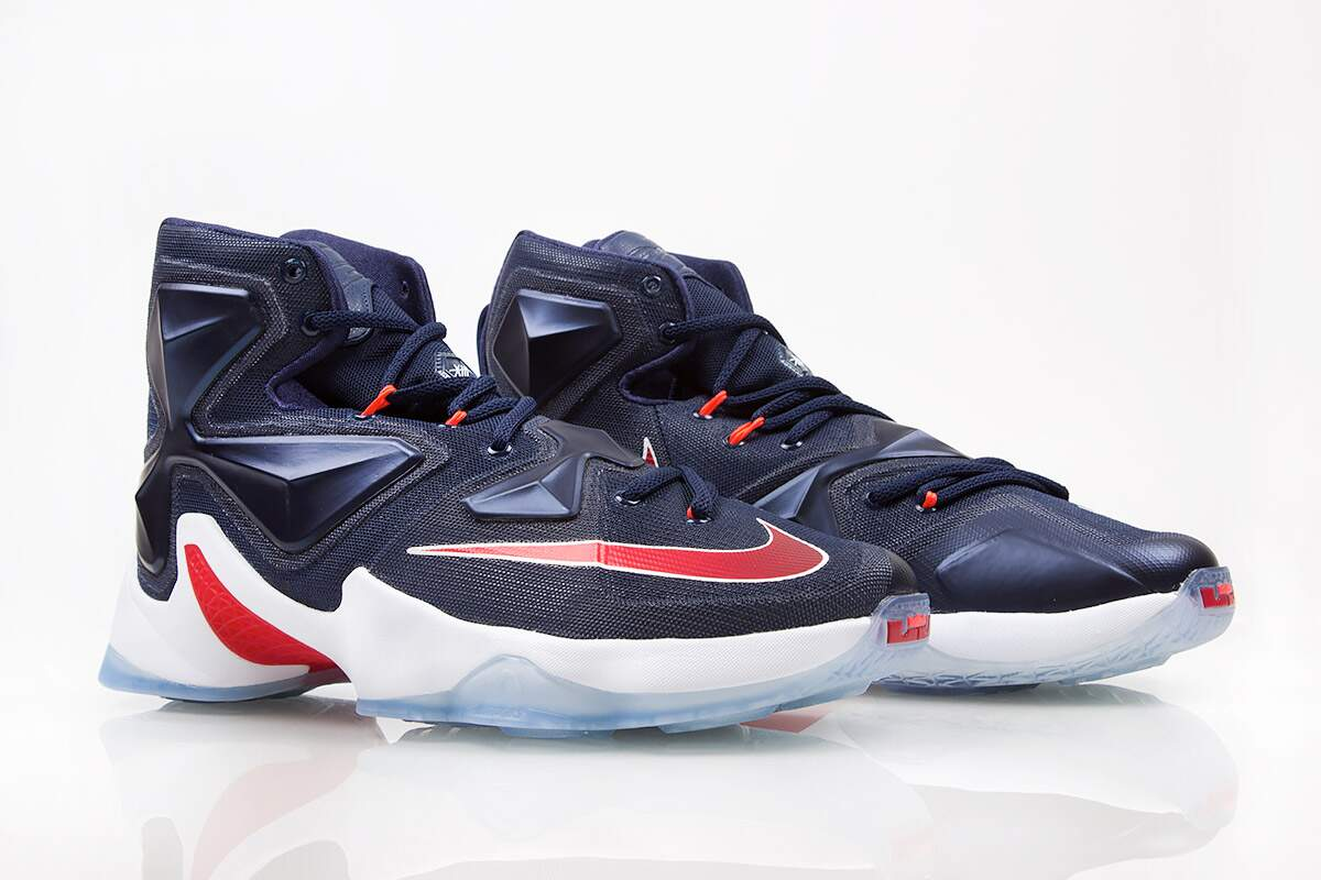 LeBron XIII Midnight Navy / University Red / White / Bright Crimson Infantil