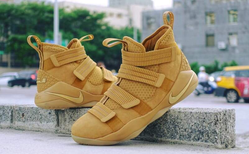 LeBron Soldier 11 Wheat Gold / Metallic Gold Masculino