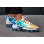 Air VaporMax Plus White / White / Total Crimson / Lt Menta / Lt Racer Blue Feminino