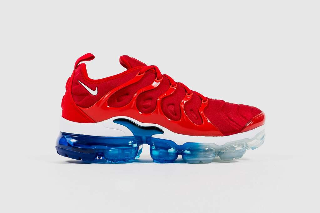 d33c87c6b3f5 Air VaporMax Plus University Red   Black   Photo Blue   White Masculino