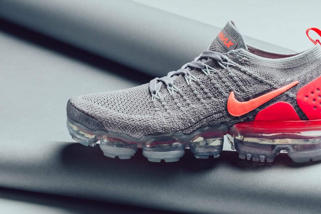 separation shoes 5978c 8ec57 Air VaporMax 2 Flyknit Atmosphere Grey / Crimson Pulse / Total Feminino
