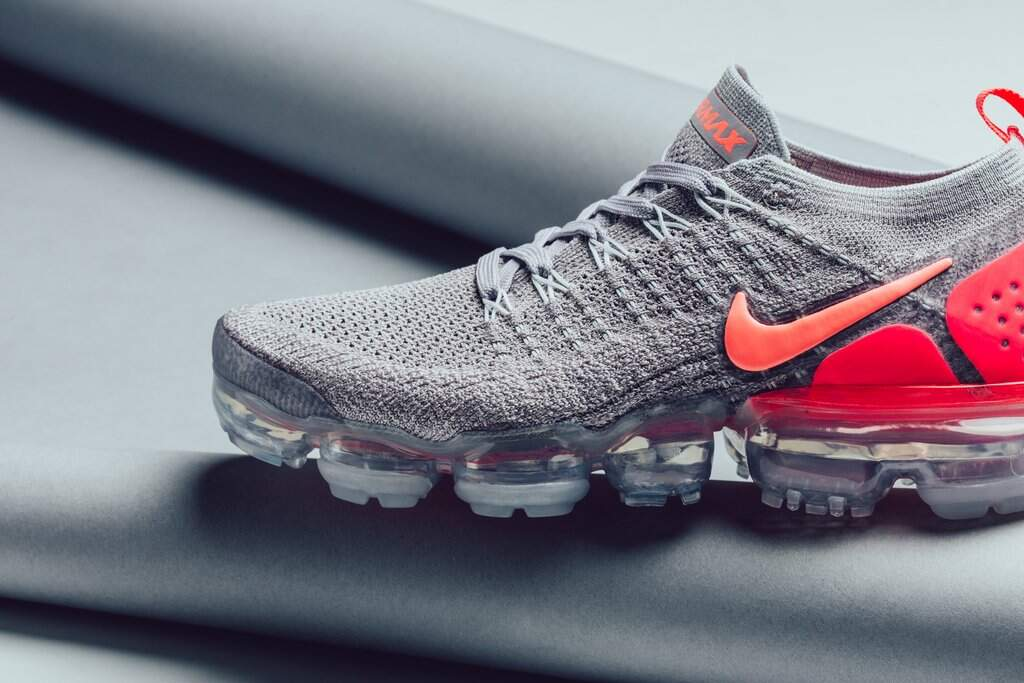 Air VaporMax 2 Flyknit Atmosphere Grey / Crimson Pulse / Total Feminino