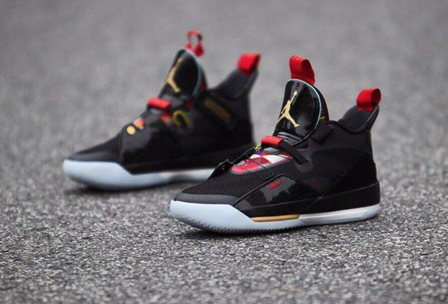 Jordan AJ XXXIII Black / Summit White / University Red / Metallic Gold Masculino