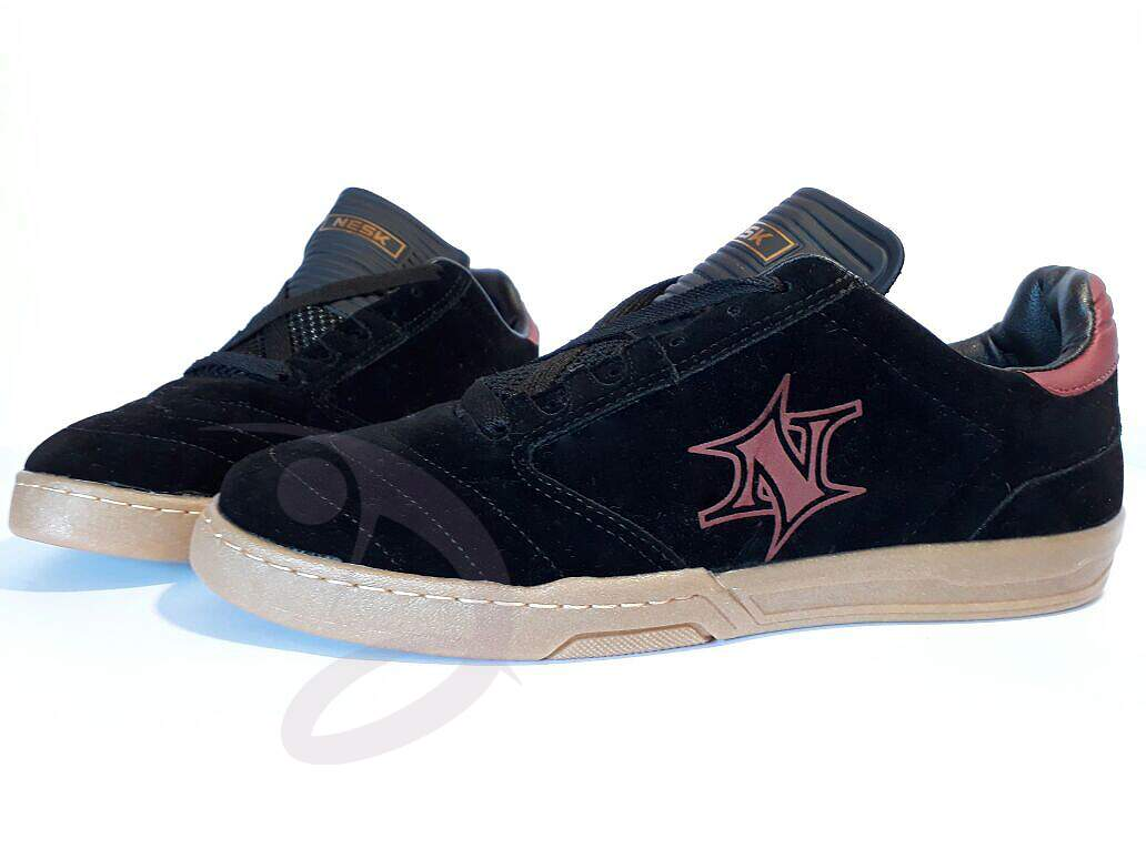 Tenis casual Preto e Latex