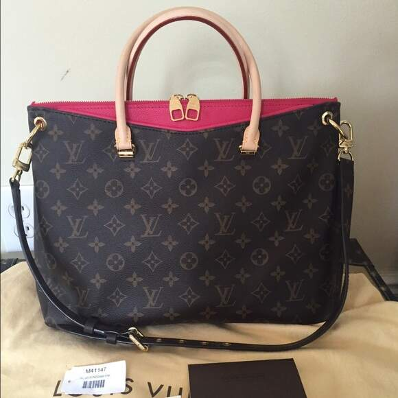 Bolsa Louis Vuitton Monogram Canvas Pallas- **Premium**