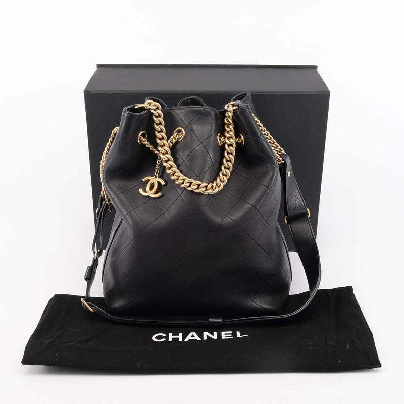 BOLSA CHANEL DRAWSTRING ON MY SHOULDER LAMBSKIN PRETA