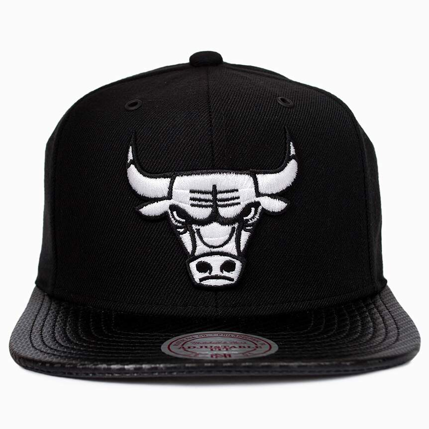 Boné Mitchell and Ness Snapback Chicago Bulls Aba Couro