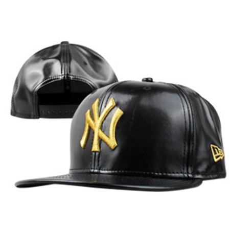 Boné New Era 9FIFTY Snapback New York Yankees Couro Preto/Dourado