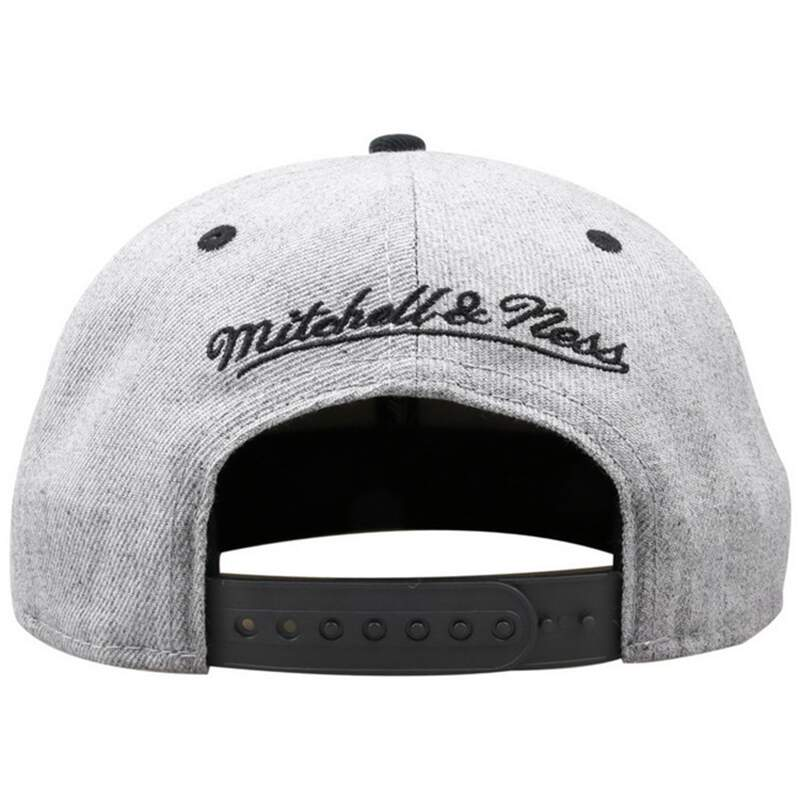 Boné Mitchell and Ness Snapback Brooklyn Nets Cinza