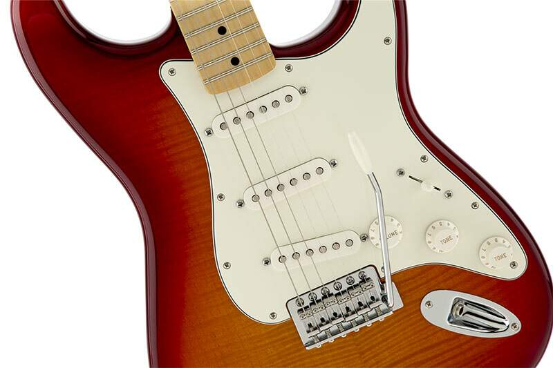 Guitarra Fender Standard Stratocaster Top Plus MN 014 4612 531 Aged Cherry Sunburst