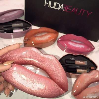 Kit Contour & Strobe Lip Set HUDA BEAUTY